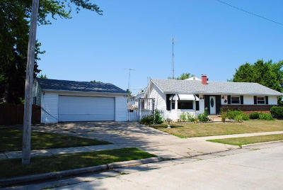 Kenosha Single Family Home Active Contingent With Offer: 1728 18th Ave