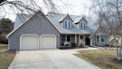 Single Family Home Active Contingent With Offer: W226n2543 Oakwood Ln