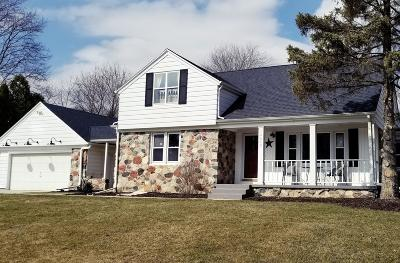 Brookfield Single Family Home Active Contingent With Offer: 16640 Ridgeview Dr