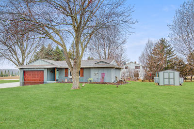 West Bend Single Family Home Active Contingent With Offer: 4907 Morning Glory Dr