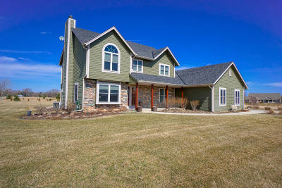 Mukwonago Single Family Home Active Contingent With Offer: S84w33150 Brown Bear Ln