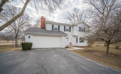 Mequon Single Family Home Active Contingent With Offer: 12724 N Maplecrest Ln