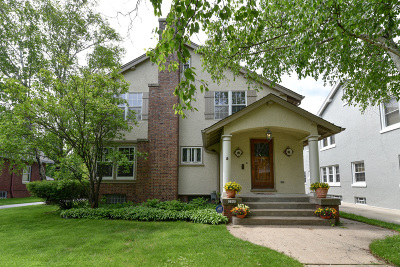 Milwaukee County Single Family Home For Sale: 2305 E Newton Ave