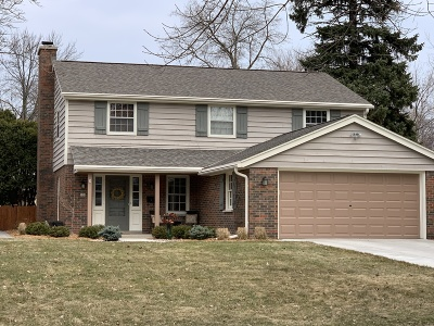 Milwaukee County Single Family Home Active Contingent With Offer: 930 E Sylvan Ave