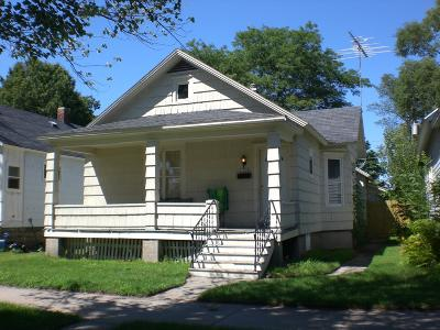 Menominee Single Family Home For Sale: 1608 15th Ave