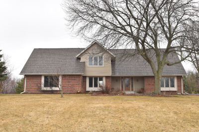 Town Richfield, Village Richfield, Hubertus, Colgate Single Family Home Active Contingent With Offer: 426 Belvedere E