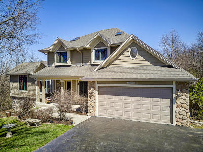 Muskego Single Family Home For Sale: W198s6762 Adrian Dr