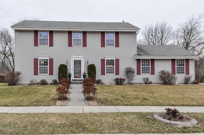 Waukesha Single Family Home Active Contingent With Offer: 1808 Wexford Ln