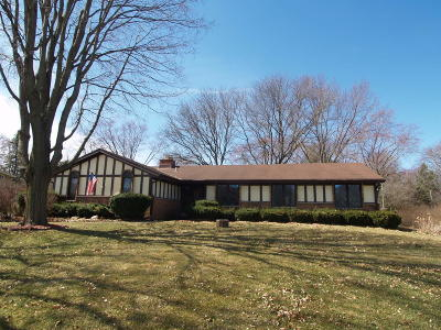 Brookfield Single Family Home For Sale: 2115 Pilgrim Pkwy W