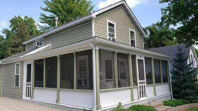 Lake Geneva Single Family Home For Sale: 1417 Dodge St