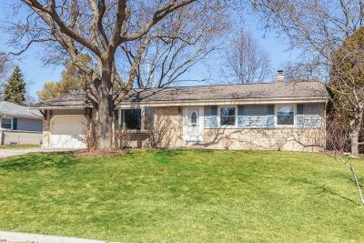 Menomonee Falls Single Family Home Active Contingent With Offer: N88w17022 Elmwood Dr