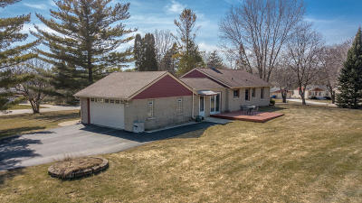 Muskego Single Family Home For Sale: W189s7649 Circle Dr