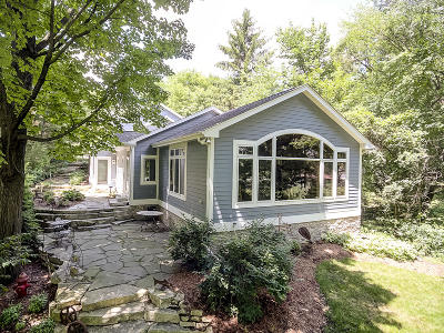 Oconomowoc Single Family Home Active Contingent With Offer: 1522 N Breezeland Rd