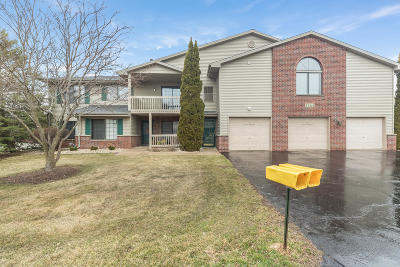 Kenosha Condo/Townhouse Active Contingent With Offer: 1264 30th Ct #2F