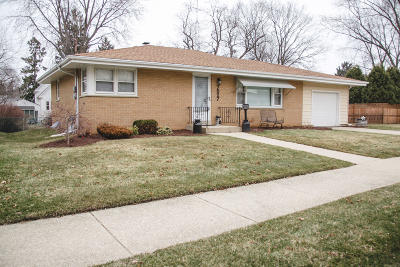 Kenosha Single Family Home Active Contingent With Offer: 7527 18th Ave