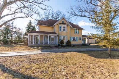 Oconomowoc Single Family Home For Sale: 37214 Delafield Rd