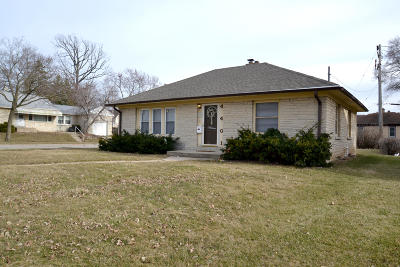 Milwaukee Single Family Home Active Contingent With Offer: 4401 W Custer Ave