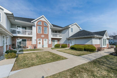 Kenosha Condo/Townhouse Active Contingent With Offer: 1264 Village Centre Dr #6