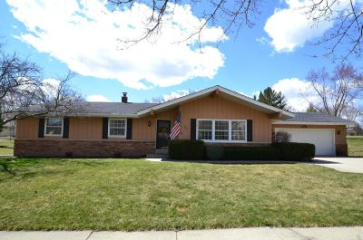 Single Family Home Active Contingent With Offer: 5849 Glen Flora Dr