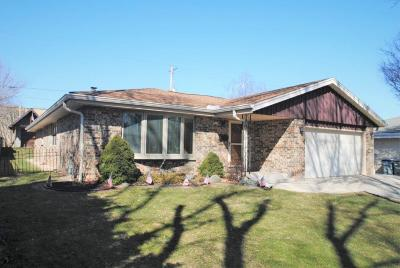 Single Family Home Active Contingent With Offer: 5419 S 15th Pl