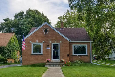 Single Family Home Active Contingent With Offer: 4275 S Whitnall Ave