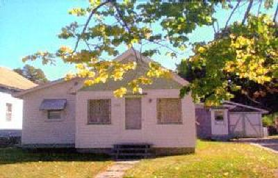 Menominee Single Family Home For Sale: 1106 14th St