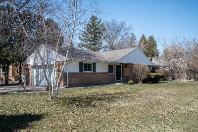 Glendale Single Family Home Active Contingent With Offer: 804 W Montclaire Ave