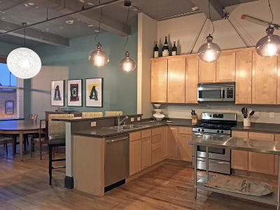 Milwaukee Condo/Townhouse Active Contingent With Offer: 2255 S Allis St #E