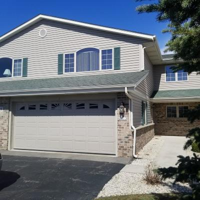 Condo/Townhouse Sold: 685 Stoney Creek Ct #3