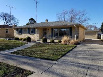 Kenosha Single Family Home Active Contingent With Offer: 3432 87th St