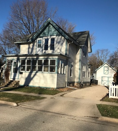 Oconomowoc Single Family Home For Sale: 26 Park St