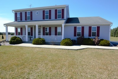 Mukwonago Single Family Home Active Contingent With Offer: N9611 Beulah Meadows Rd
