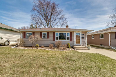 Kenosha Single Family Home For Sale: 5721 42nd Ave