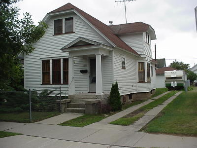 Menominee Single Family Home For Sale: 1311 23rd Ave
