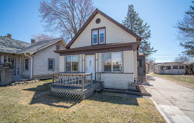 West Bend Single Family Home For Sale: 243 E Washington St