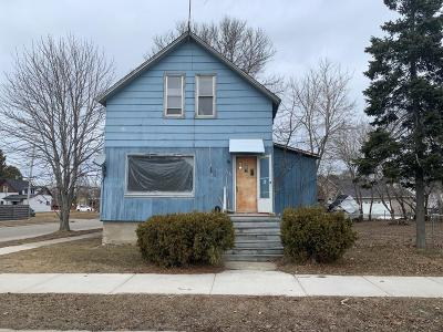 Marinette Single Family Home For Sale: 2122 Carney Ave