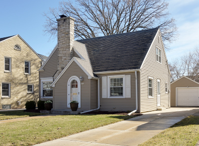 Milwaukee County Single Family Home Active Contingent With Offer: 5516 N Kent Ave