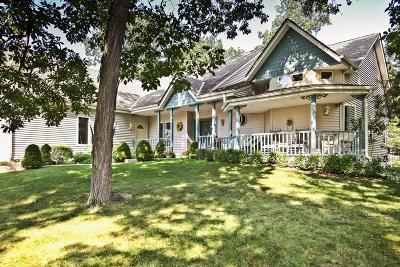 Waukesha Single Family Home For Sale: 1309 Hickory Dr S