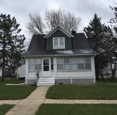 Fort Atkinson Single Family Home Active Contingent With Offer: 825 Dempster St
