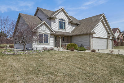 Kenosha Single Family Home Active Contingent With Offer: 2924 50th Ave