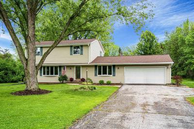 Mequon Single Family Home For Sale: 2123 W Glen Oaks Ln