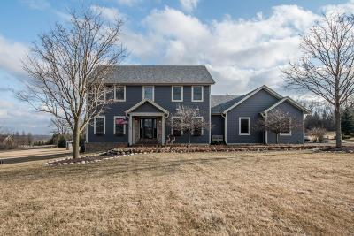 Mukwonago Single Family Home Active Contingent With Offer: S80w29635 Shallow Waters Cir
