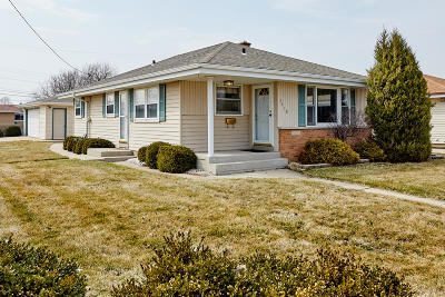 Kenosha Single Family Home Active Contingent With Offer: 3418 26th Ave