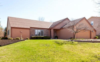 Waukesha Single Family Home Active Contingent With Offer: 1933 Rustic Way