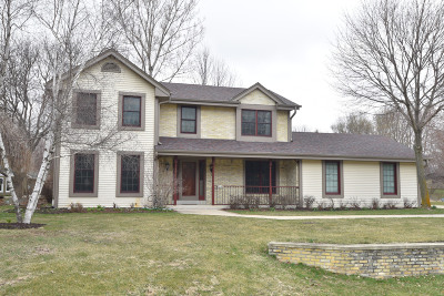 Ozaukee County Single Family Home Active Contingent With Offer: 9740 W Huntington Dr