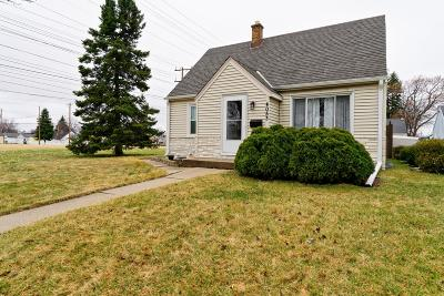 Milwaukee Single Family Home Active Contingent With Offer: 4053 S 2nd St