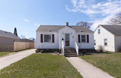 Menominee Single Family Home For Sale: 2313 16th Ave