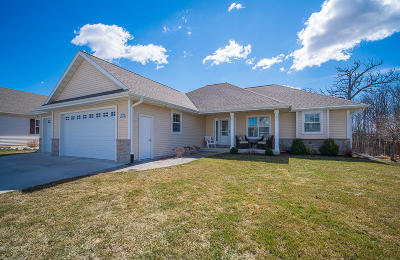 Jackson Single Family Home Active Contingent With Offer: W195n17316 English Oaks Dr