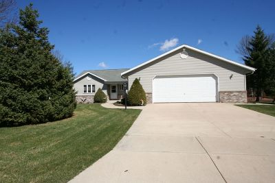Menomonee Falls Single Family Home For Sale: N73w15968 Alpine Ln