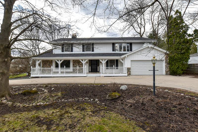 Milwaukee County Single Family Home For Sale: 8601 N Lake Drive